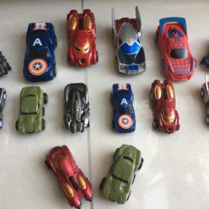 set 14 xe siêu anh hùng chạy đà