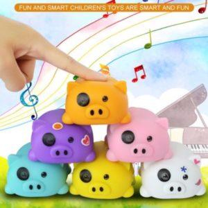 Chú heo cute yêu âm nhạc