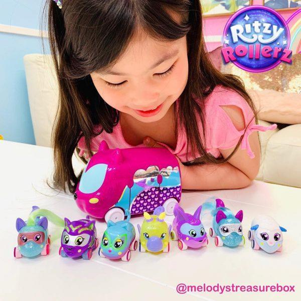 Xe đồ chơi hình thú Ritzy Roller