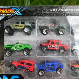 Hộp đồ chơi 10 mô hình xe ô tô địa hình chất liệu kim loại metal